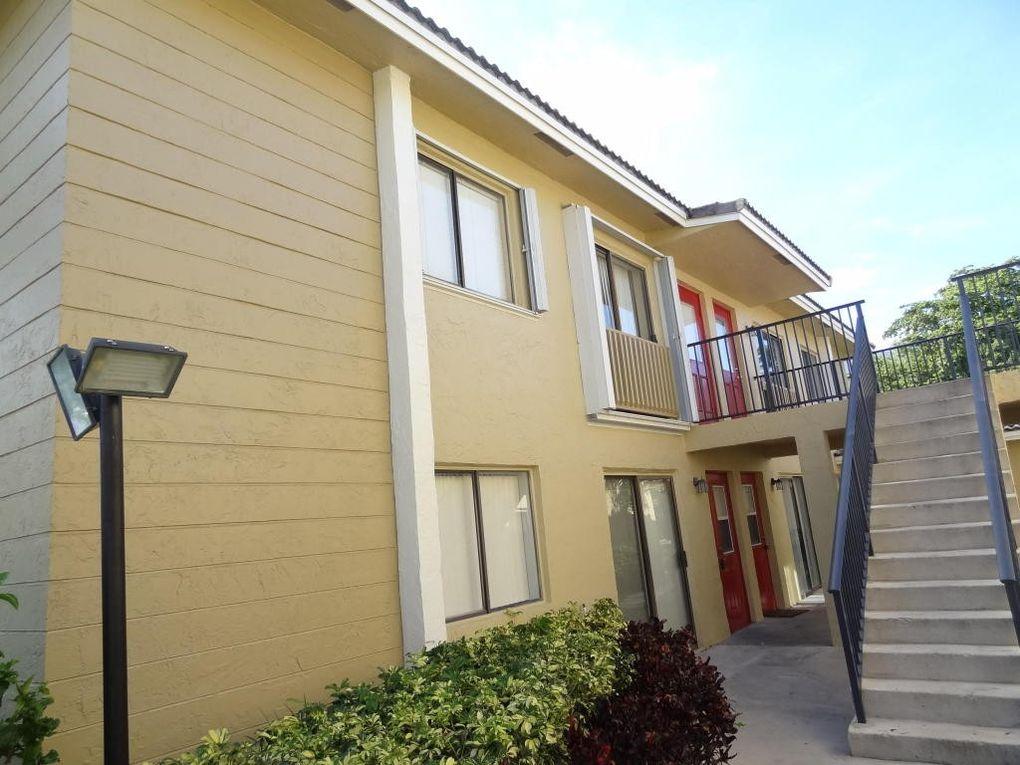 2661 Riverside Dr Apt 4 Coral Springs, FL 33065