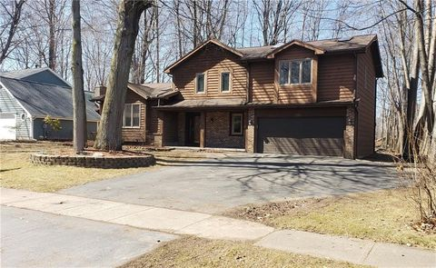 Photo of 209 Willowood Dr, Rochester, NY 14612
