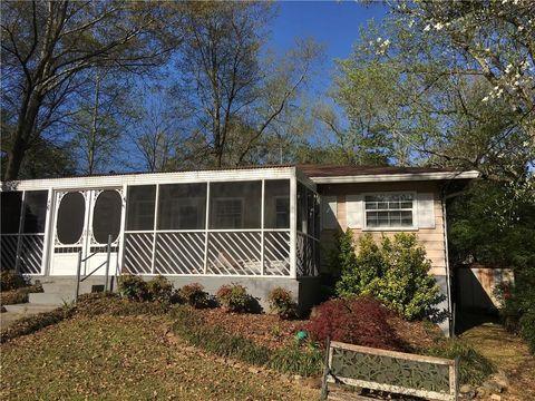 Photo of 484 Clubhouse Dr, Pine Lake, GA 30072