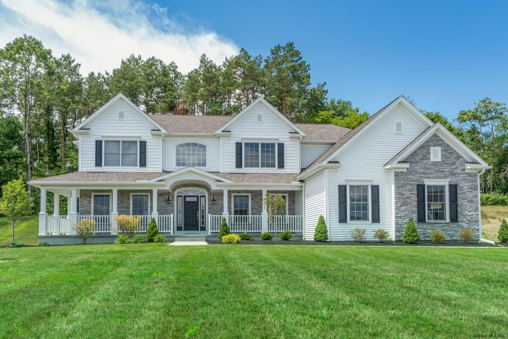 6 Country Club Ln Voorheesville, NY 12186