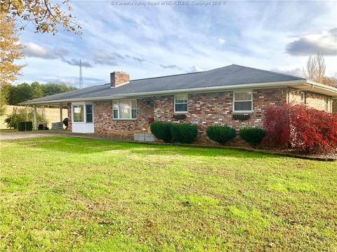 Photo of 122 Dunham Rd, Leon, WV 25123