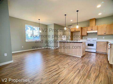 Photo of 12031 Se Mill Ct, Portland, OR 97216
