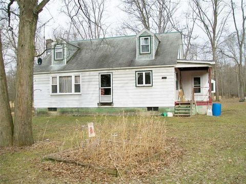 Photo of 2023 Pioneer Lake Rd, Green Commdre Prchse, PA 15729