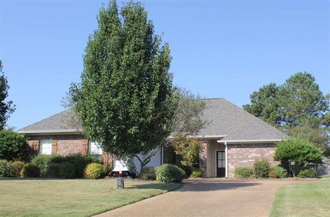 Photo of 209 Crescent Ridge Dr, Madison, MS 39110
