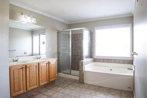 6561 Pleasant Valley Ct, Miami Township, OH 45140 - Bathroom