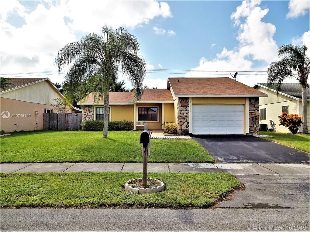 1200 S Fieldlark Ln Homestead, FL 33035