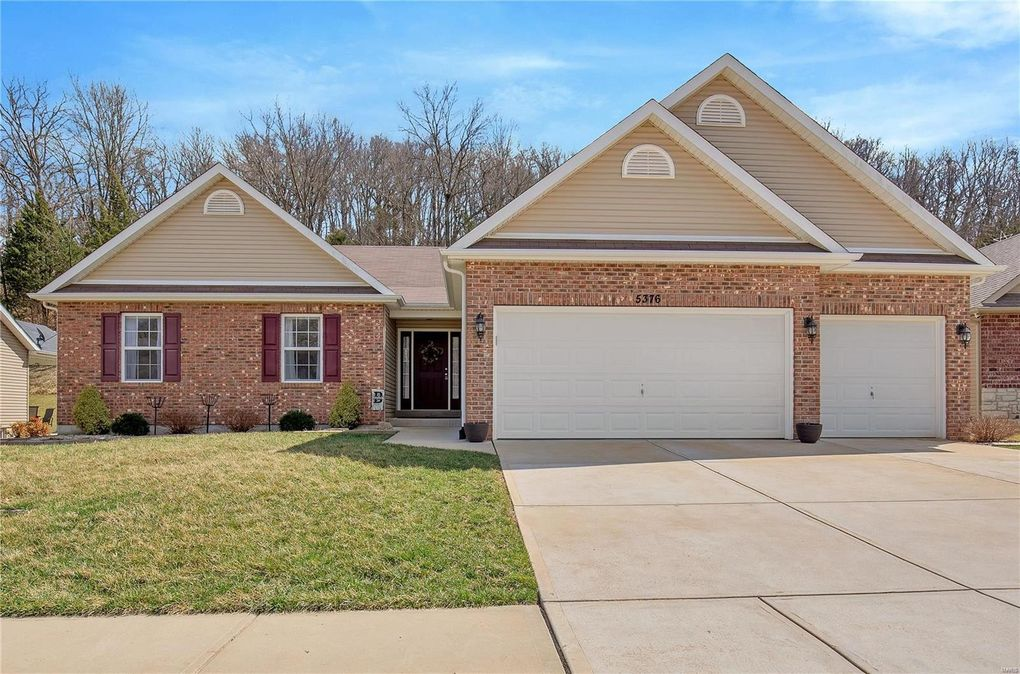 5376 Amber Meadows Dr, Imperial, MO 63052