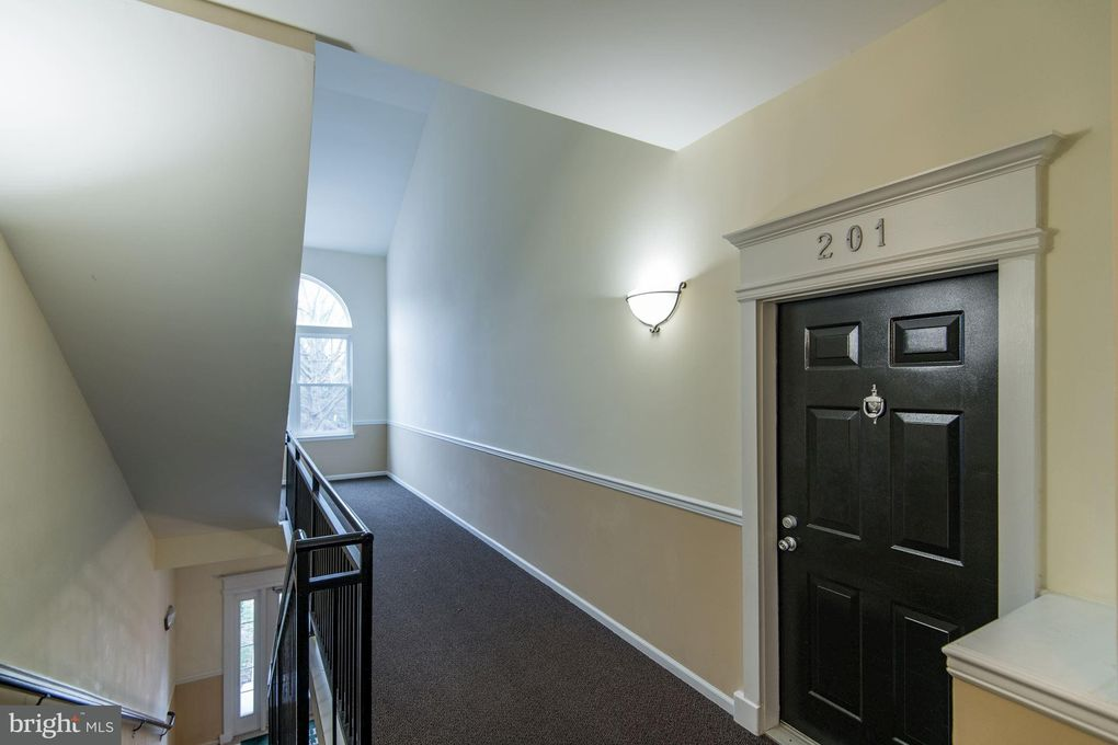 Lovely 1509 North Point Dr Apt 201, Reston, VA 20194