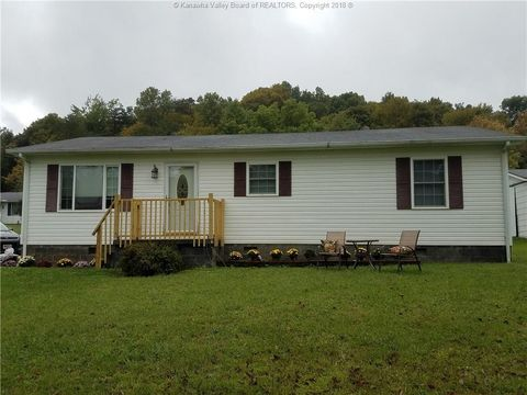 66 Flatrock Dr, Point Pleasant, WV 25123