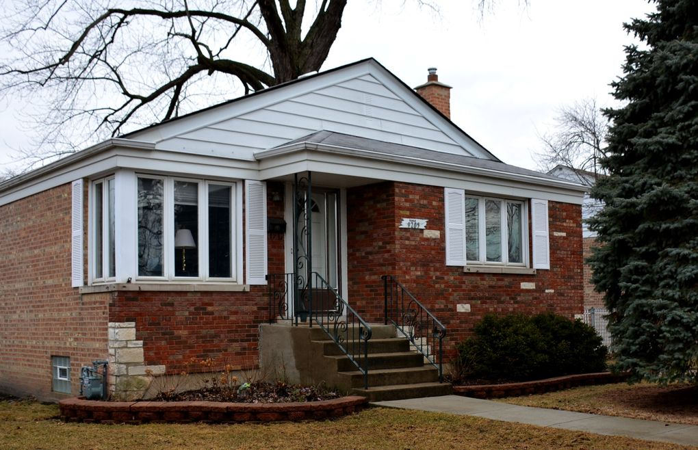 9205 S Avers Ave, Evergreen Park, IL 60805