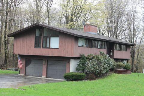 Photo of 48 Greylock Estates Rd, Lanesboro, MA 01237