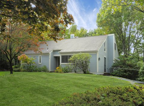 15 E Lyon Farm Dr, Greenwich, CT 06831