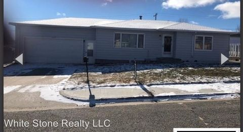 Photo of 118 E Heath St, Rawlins, WY 82301