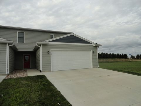 602 Sawgrass St, Yankton, SD 57078
