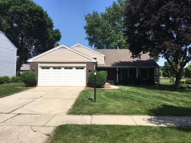 352 Green Valley Dr Naperville, IL 60540