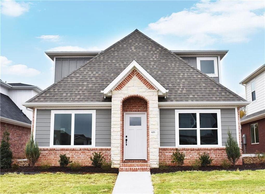 636 N Malbec Rd, Fayetteville, AR 72704
