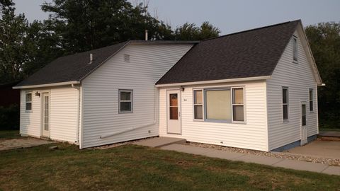 Photo of 314 5th St Ne, Wessington Springs, SD 57382