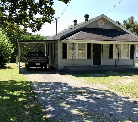 Photo of 702 S Cumberland Ave, La Follette, TN 37766