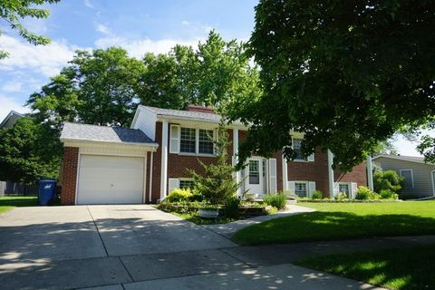 830 Royal Ln, West Dundee, IL 60118