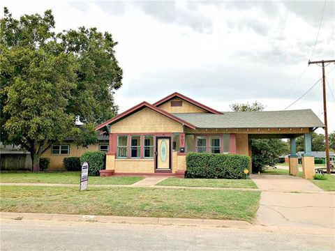 Photo of 707 N Avenue H, Haskell, TX 79521