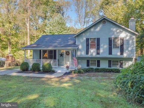 9010 Mary Ann Dr, Owings, MD 20736