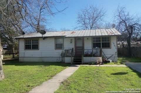 Photo of 1304 And 1305 22nd St, Hondo, TX 78861