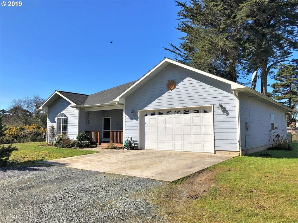 55066 Edison Ave Sw, Bandon, OR 97411