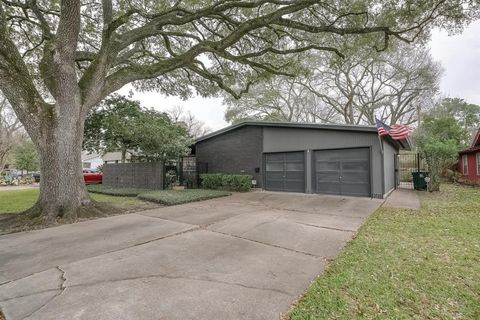 Photo of 7139 Sharpcrest St, Houston, TX 77074