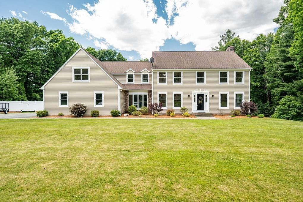 88 Glynn Farms Dr, East Longmeadow, MA 01028