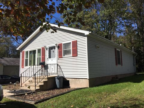 187 Young St, Honesdale, PA 18431