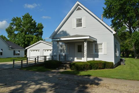 315 West St, Hume, IL 61932