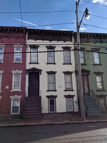 Photo of 118 Lark St, Albany, NY 12210