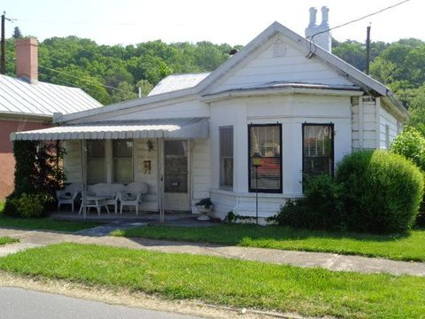 528 Commercial Ave, Clifton Forge, VA 24422