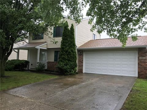 Photo of 182 Country Wood Dr, Whiteland, IN 46184
