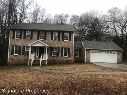 Photo of 140 Briarfield Rd, Clarksville, VA 23927