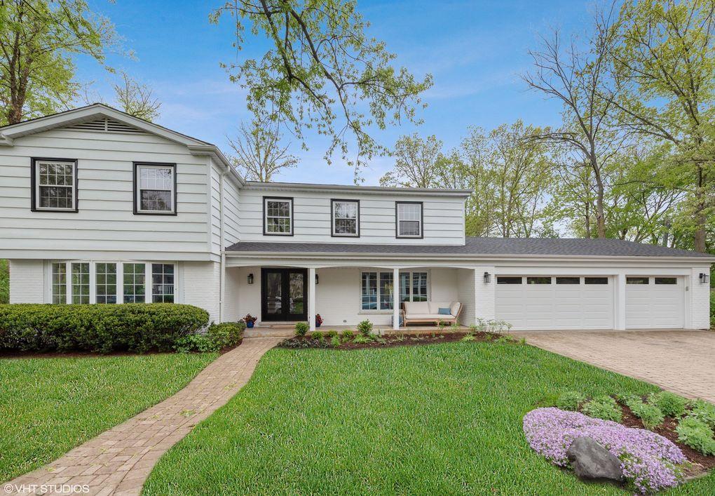 1720 Ridgewood Ln E, Glenview, IL 60025