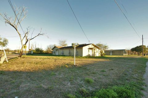 Photo of 105 Lincoln Ave, San Ygnacio, TX 78067