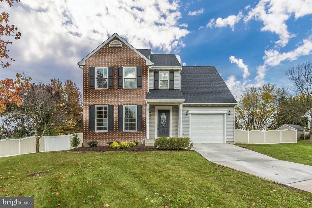 8 Taney Ct, Taneytown, MD 21787