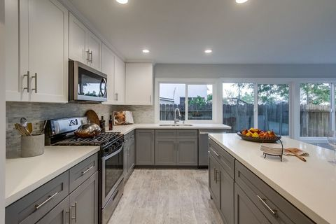 Photo of 10215 Zapata Ave, San Diego, CA 92126