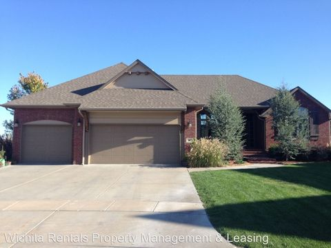 Photo of 602 N Lakecrest Cir, Andover, KS 67002