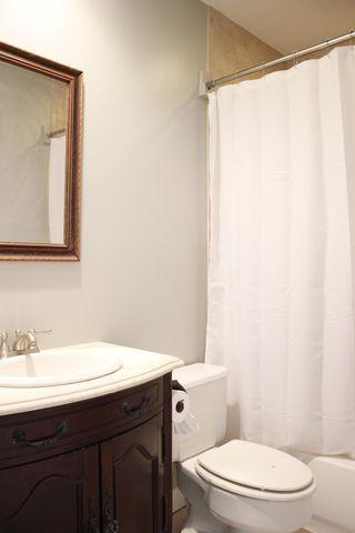 4818 Winona Ter, Cincinnati, OH 45227 - Bathroom