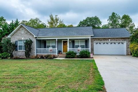 Hickory, NC Houses for Sale with Swimming Pool - realtor.com®