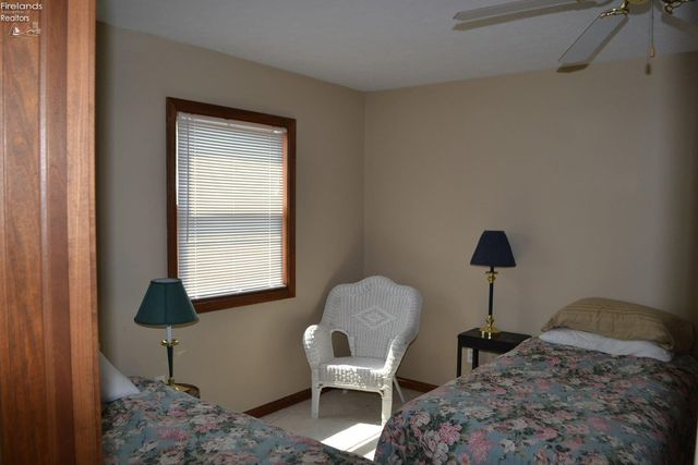 235 Cedar Point Rd, Sandusky, OH 44870 - Kitchen