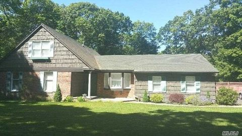 231 Woodhollow Rd, Great River, NY 11739