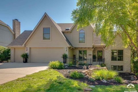 Photo of 1236 Inverness Dr, Lawrence, KS 66049