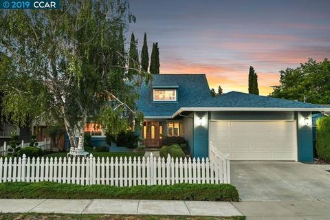 Photo of 1886 Lynwood Dr, Concord, CA 94519