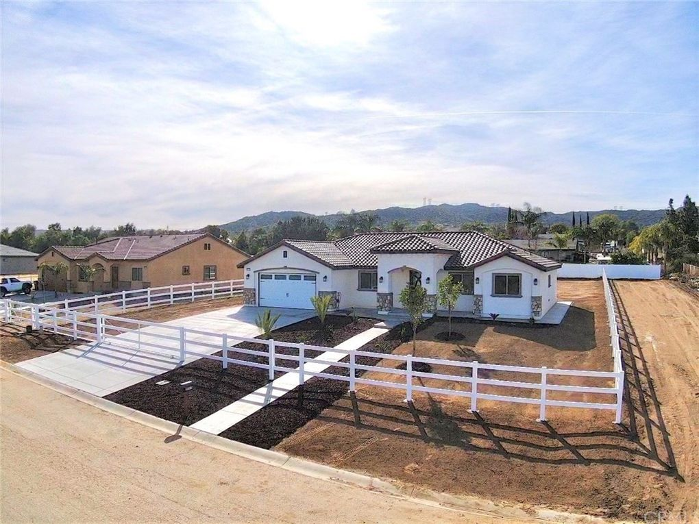 31515 Sunset Ave Nuevo Lakeview, CA 92567