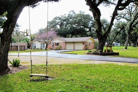 Photo of 115 Jay St, Boling, TX 77420