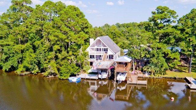 16053 River Dr, Summerdale, AL 36580