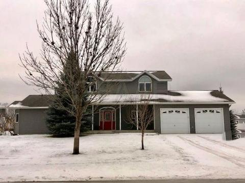 2122 8th St Se, East Grand Forks, MN 56721. House For Sale